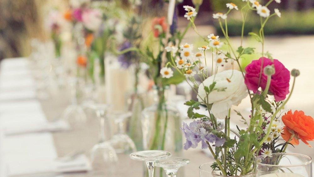 des fleurs champ tres pour un mariage romantique d co mariage. Black Bedroom Furniture Sets. Home Design Ideas