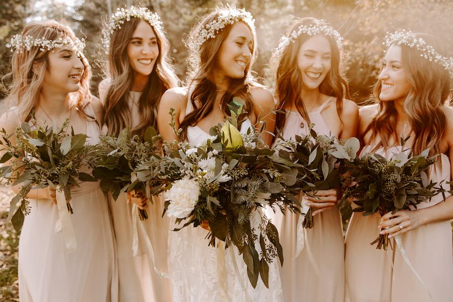 Coiffure pour mariage avec fleur