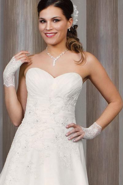 de6d6d16f3 Depuis plus de 30 ans, Bella Créations crée des robes de mariée pleine de  grâce, de féminité et de modernité. La créatrice de la marque puise  l'inspiration ...