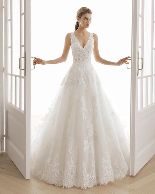 d couvrez le top 10 des robes de mari e en dentelle 2019. Black Bedroom Furniture Sets. Home Design Ideas