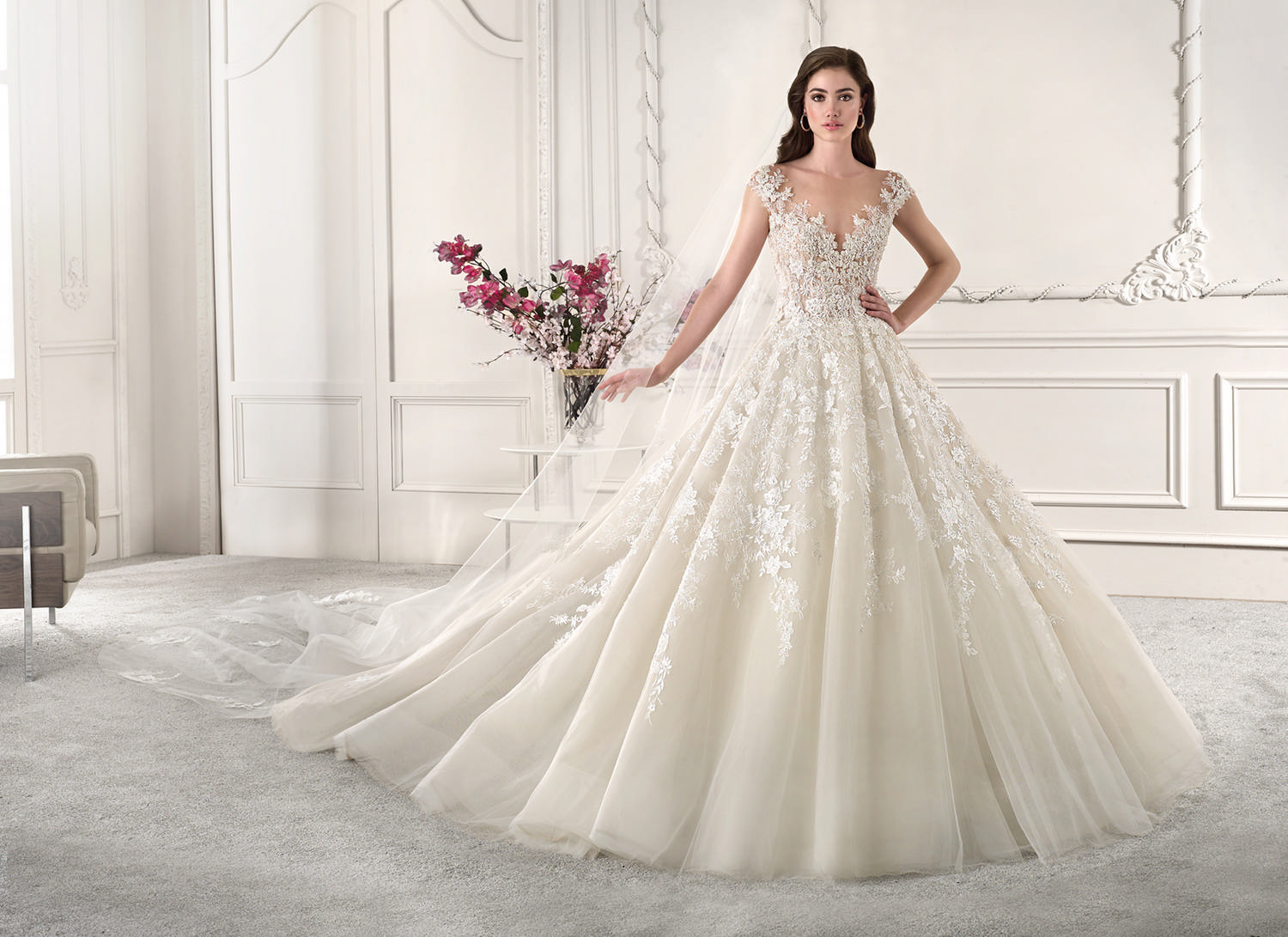 robe de mariée princesse en dentelle collection 2019