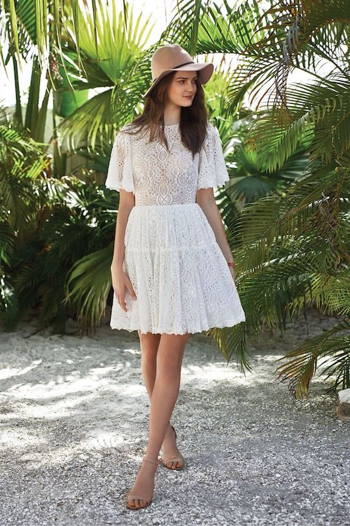 robe de mariée courte bohème en dentelle Lillian West