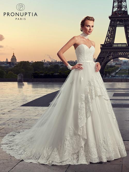 robe de mariée coupe princesse en dentelle et tulle pronuptia