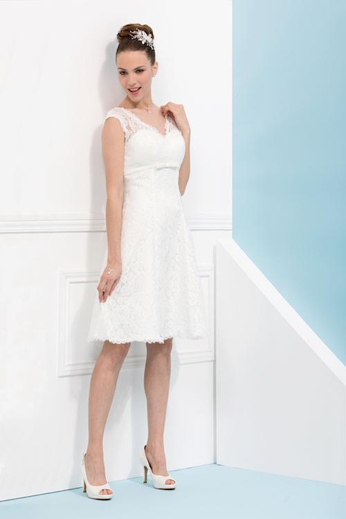 robe de mariée courte en dentelle 2019, mariage civil 2019
