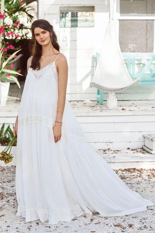 robe de mariée plage, cérémonie de mariage sur la plage
