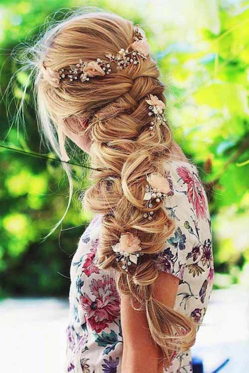coiffure mariage tendance, tresses fleurs mariage