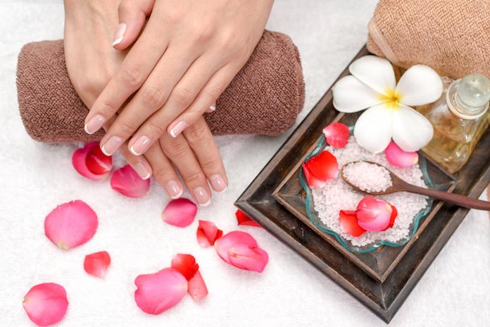 soin mains mariage