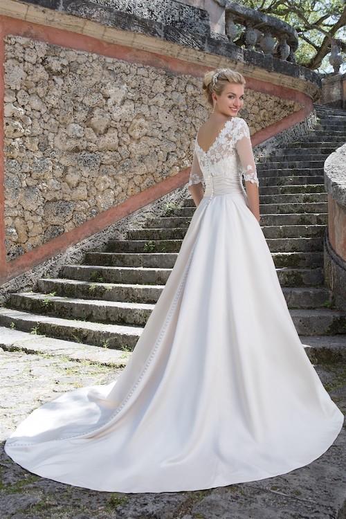 Vous êtes à la recherche de LA tenue de mariage parfaite en région parisienne ? Poussez, sans plus attendre, les portes de la boutique A l'Infini Mariage.