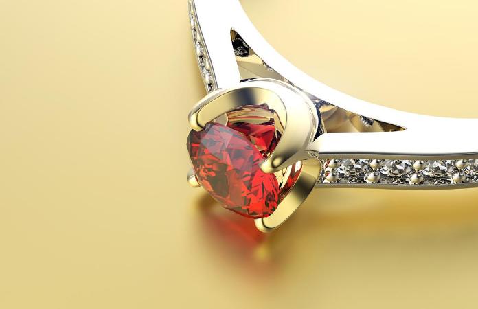 symbole pierre précieuse bague de fiançailles