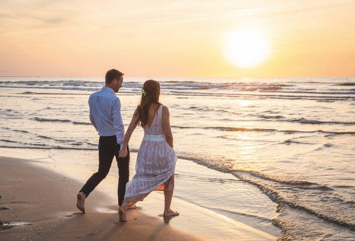vrai mariage à la plage en Normandie
